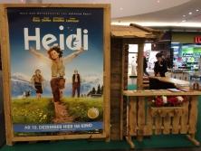 """Verleih """"Einseitige Almhütten-Fassade""""-Heidi-Premiere im """"Sihlcity"""" in Zürich"""