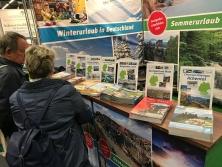 Prospektpräsentation Messestand Urlaub in Deutschland