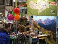 """Prospektpräsentation am Messestand """"Urlaub in Südtirol"""""""