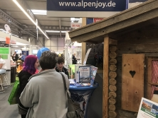 Gewinnspiel am Alpen-Messestand