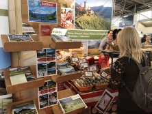 Südtirol-Prospektpräsentation am Alpen-Messestand